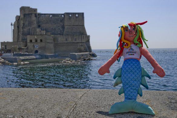Napoli 2019: the torch & the mascotte of SU