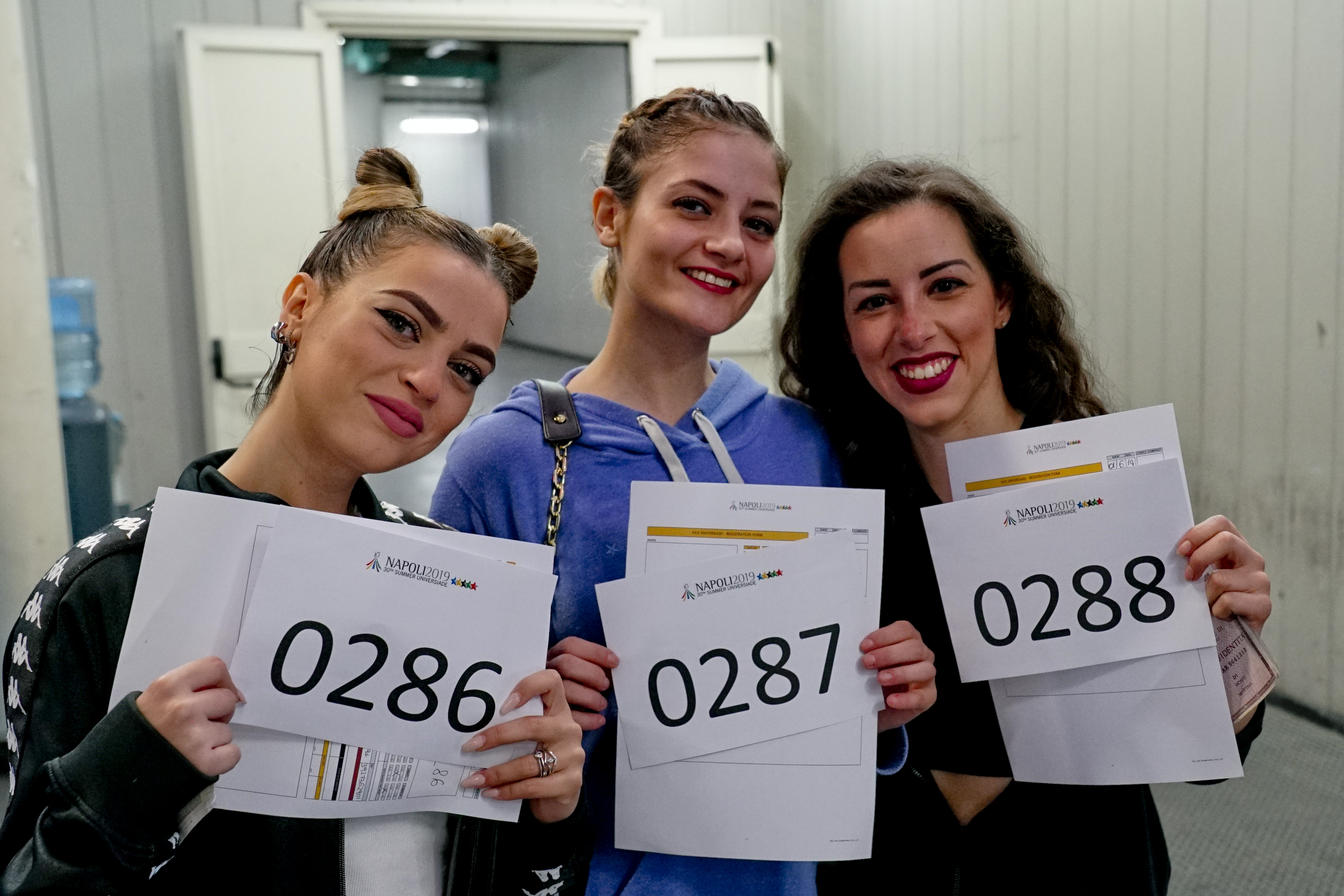 Many young people at the auditions of the performers